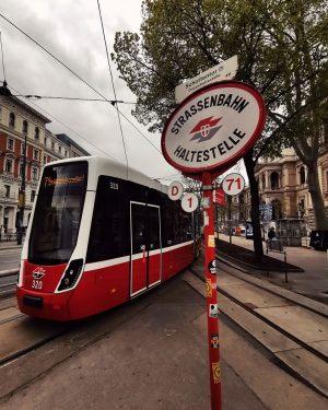 Nostalgie und Moderne . . . . #wienerlinien #photography #photoshoot #urban #urbanphotography #urbanexplorer ...