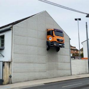 When a van drives through a house 😉 #ma48 #mülldeponie #müllauto #house #van #car #fun #vienna #wien...