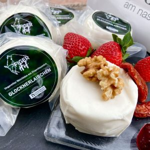 Die Glocknerlaibchen von Figer sind eine herrlich feine Käsespezialität. Der ungereifte Weichkäse aus ...