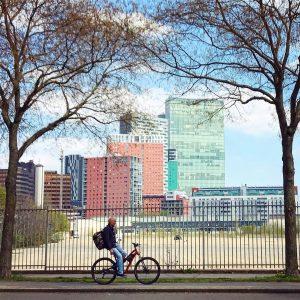 """""""Favoritenhatten"""", Wiener Berg - 1100, Vienna **************************************************** #skyscraper #vienna #wienmalanders #modernarchitecture #vienna_austria #vienna_city ..."""