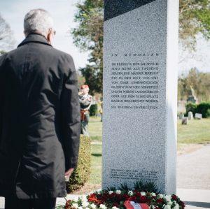 """""""Sie bleiben unvergessen"""" steht auf diesem Gedenkstein am Wiener Zentralfriedhof. Sie bleiben unvergessen, die Widerstandskämpferinnen und Widerstandskämpfer,..."""
