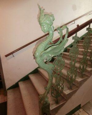 #dragon #drachen #engel #figur #cast iron #gusseisen #stiegenhaus #stiegengeländer #staircase #treppenhaus #jugendstil #gründerzeit ...