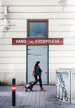 Hand- und Fußpflege. . . . . #vienna #wienliebe #strideby #stridebypoetry #meinwien #viennanow ...