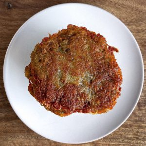 """💚 Potato Pancakes - """"Schweizerhaus""""-Style 🥔🍻🇦🇹🇨🇿 Recipe 👇 Usually (...) on first of May half of Vienna..."""