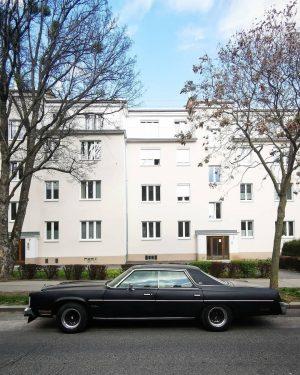 Lot of parking #wien#vienna#döbling #chryslernewyorker #chrysler#oldtimer#wienliebe #straßenkreuzer#vintagecar #soloparking#igersvienna #asundaycarpic#meinwien #sundaycarpic#unserwien #parkedinvienna#carpic #igersvienna#igersaustria #wienmalanders#unserwien #streetsofvienna#seeninwien #stadtlandalbertina #wiennurduallein Vienna...