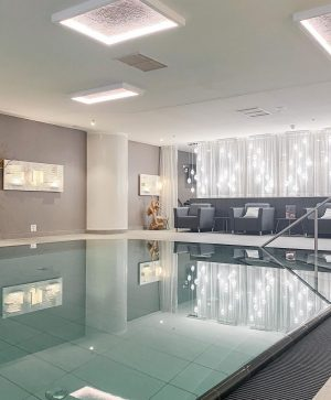 Dreaming of serenity …and this place ✨#letyourmindtravel #viennamarriotthotel #marriottbonvoy #stayvibrant #cityspa #hotelswithswimmingpools #stunninginterior #spagoals #hotelgoals #favoriteplace #serenity...