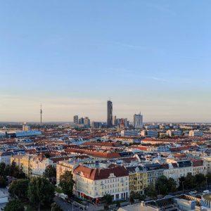Nicht ganz über den Wolken, aber dafür über den Dächern Wiens hat sich @atravelerhasnoname aufgehalten und uns...