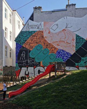 Playground #wien#vienna#viennart #rudolfsheimfünfhaus #perkup#janoschfeiertag #mural#muralart#streetart #braunhirschenpark #streetsofvienna#stadtwien #wienliebe#meinwien #igersvienna#igersaustria #improperwalls#wienliebe #wiennurduallein#unserwien #playground#spielplatz #großstadtliebe#citylove ...