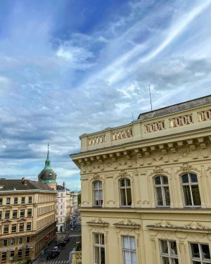 Friday Sky. Happy weekend everyone 🌞 We're open daily from 10am - 7pm #hdmvienna #museum #vienna #music...