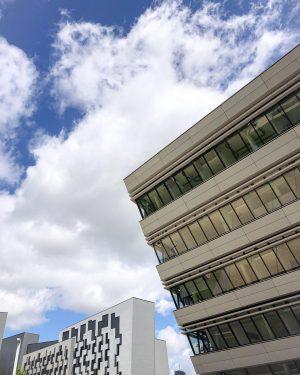 sunday stroll . . . #vienna#viennablogger#austriangirl#austrianblogger#wirtschaftsuniversitätwien#sunday#cloud#sky#sunday#sundayfunday#stroll#random#wien#wienliebe#vienna_city#city#blogger_at#igersvienna#igersaustria#clouds WU (Wirtschaftsuniversität Wien)