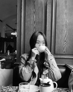 earl grey with honey please  Cafe Schwarzenberg