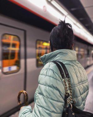 ⌛️ • • • • • #vienna #austria #photography #pictureoftheday #photo #photooftheday #metro #station #waiting #rainyday #woman...