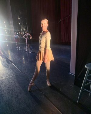 Tonight was my first live performance with @wienerstaatsballettofficial 🥳🎉 Dancing in Jerome Robbins' 'Glass Pieces'💛 #finally Wiener...