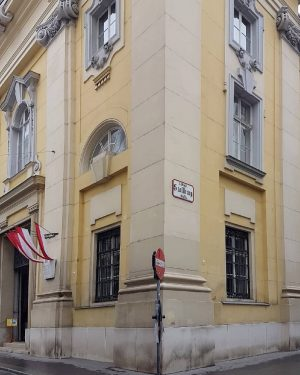 #wien #vienna #igersvienna #austria #igerswien #streetsofvienna #architecture #urbanexploration #ig_vienna #ig_streetphotography #tv_metropolis #igersviennaclassics #igersaustria #tv_buildings #wienliebe #travel #1000thingsinvienna...