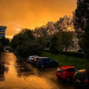 Abendrot, Gutwetterbot… #austria #österreich #vienna #wien #hietzing #abendrot #afterglow #sonnenuntergang #sunset #rainyday #aprilwetter #citylife #igersaustria #igersvienna Hietzing