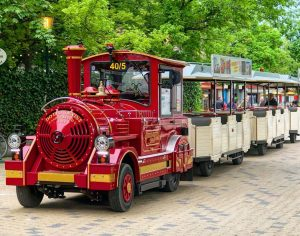 Spontaner Kurzbesuch im #wienerprater 😊 • #zug #praterwien #leopoldstadt #train #treno #wien #wienblogger #igerswien #wienmalanders #wienliebe #wienstagram...