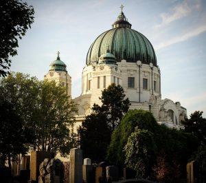 Richtig: Bei #guessthebuilding geht es um die berühmte Karl-Borromäus-Kirche am Wiener Zentralfriedhof. Sie wurde 1908 bis 1911...