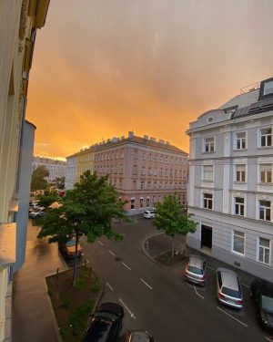 The sky in flames in Vienna with a beautiful sunset after the rain 😍😍 🌅 #vienna #cityofvienna...