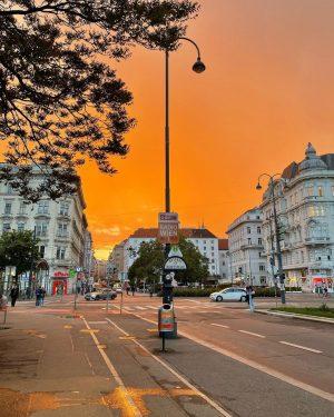 vienna this evening 🌅🌇🌆🌄 (no filter, no adjustments, just amazing) #lookatthesky #privestecerul Vienna