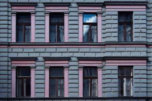 Mit Masken, Mauern und Fassaden. Naschmarkt, Vienna