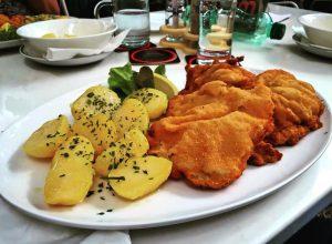 ..heute gönn ich mir das kulinarische Aushängeschild der Republik #Österreich und es stammt ...