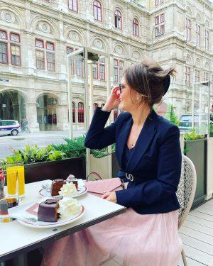 ❤️Hotel Sacher❤️#originalsachertorte od roku 1832🍰☕️ #HotelSacher #Vienna #Austria #hotel #cakeshop #patisserie #cake #torte ...