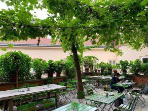 Glacis Beisl – Viena – Áustria. (setembro/2019) Ambiente agradável para provar comida típica ...