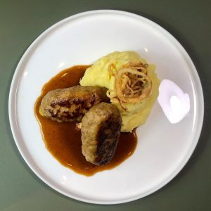😍😍😍 Faschierte Kalbsbutterschnitzel mit Erdäpfelpüree #figlmüller #genusswien #takeawaywien #foodartist #goodforyou #igersvienna #1000thingsinvienna #wienliebe ...
