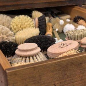 Ihr könnt euch nicht vorstellen, wie viele verschiedene Arten vonBürsten es gibt und wofür sie verwendet werden....