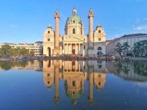 #karlsplatz #karlskirche #eveningwalk #eveninglight #myvienna #meinwien #wien #vienna Karlskirche