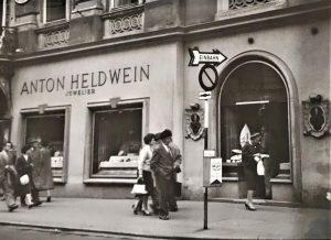 Einer der renommiertesten Juweliere der Stadt Wien ist das Geschäft und die Werkstatt von Anton Heldwein. Bereits...