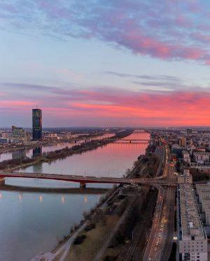 Viennese office views. Sunset above the Danube ☀️ 📸 @quinntechssential #vienna_austria #vienna #austria #igersvienna #igersaustria #viennablogger #viennalife...