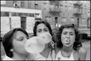 • HAPPY BIRTHDAY SUSAN MEISELAS! 🥳🎊 Wir gratulieren heute der US-amerikanischen Magnum-Fotografin @susanmeiselas zum Geburtstag! Ab Mitte...
