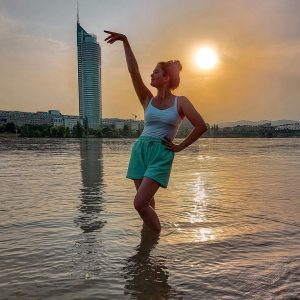 Last moments in the beautiful Vienna! 🌇 See you in October Austria 💛 . . #vienna#wien#austria#österreich#travel#travelaustria#danube#donau#donauinsel#river#summer#polishgirl#silhouette#shadow#sunset#sun#travelphotography#travelgram#travelgirl#travelblogger#traveltheworld#traveler#violinist#musician#musicianslife#skyscraper#architecture#nature#ootd#casualstyle Donauinsel
