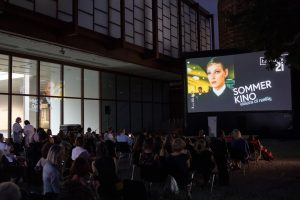 🎥 Enjoy an exciting film outdoors in the fresh air? The summer cinema in the sculpure garden...