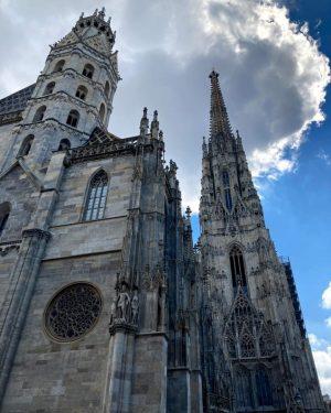 Vienna was calling. . . . #stephansplatz #vienna #trip #viennaiscalling #falco #sunnyday #picoftheday #witherika #reunion @erickabaum St....