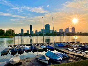 Sunday 😎 mood #unterealtedonau #booteanderaltendonau #skyline #skylinevienna #altedonau #boats #sunsetlovers #sunsetphotography #enjoyingsummer #sundaymood ...
