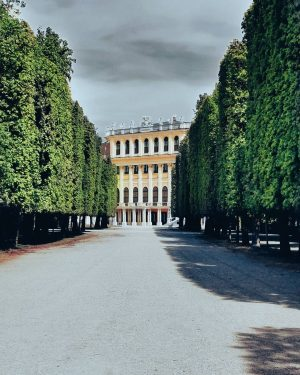 Life is a fairytale, but to see it you have to open your eyes... #schönbrunnpalace #snapshot #schnappschuss...