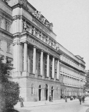 (1906/C. Ledermann jun., Wien Museum/Wikipedia) Karlsplatz 13 - Technische Universität, Schrägansicht gegen Haupteingang, Ansichtskarte Die heutige Technische...
