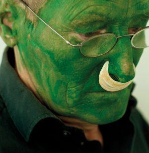 """Wer ist der """"Grüne Mann""""? Das Gesicht ist das von Lois Weinberger (1947–2020), der aus einem Tiroler..."""