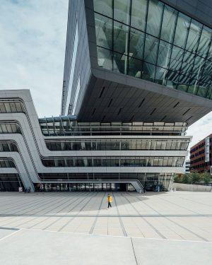 Das Library and Learning Center von Zaha Hadid ist DAS Symbol der Wirtschaftsuniversität Wien. Hier gehen die...