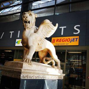 #markuslöwe vom ehemaligen #südbahnhof von dort ging es mit der #bahn nach #venedig #venezia 🇮🇹 Wien Hauptbahnhof