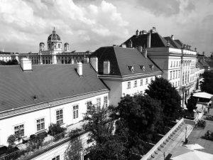 müze bayağı iyi de manzarası aşırı iyi #mumok #art #artlovers #museum #wien #vienna #blackandwhite mumok - Museum...