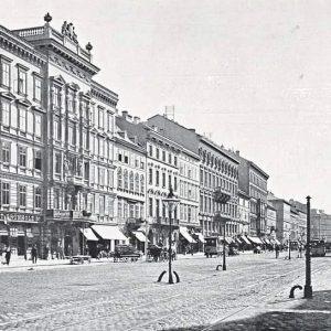 Eine Prachtstraße des alten Wiens! Wisst ihr, in welchem Bezirk diese Straße liegt? (Kleiner Tipp: Er grenzt...