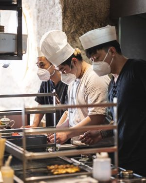 Voll konzentriert und fokussiert! Damit ihr nur das Beste aus Laolaos Küche bekommt 😁💪 . . ....