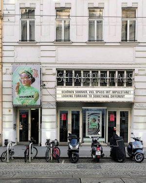 In Tanzlaune #wien#vienna#alsergrund #schauspielhauswien #impulstanz#viennaart #streetsofvienna#stadtwien #igersviennaclassics #igersvienna#igersaustria #wienertheater#meinwien #wienliebe#unserwien #wienerinstitutionen #fassadenliebe#facades #typolovers#typography ...