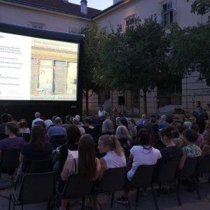 """Perfektes Wetter am Mittwoch beim Architektur.Film.Sommer 2021 zum Thema """"Rurale Urbanitäten"""" im Hof ..."""