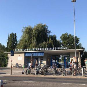 32 degrees celsius in Vienna escape to #strandbad #altedonau #olddanube #arbeiterstrandbad