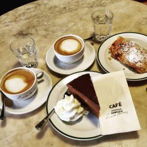 Cafe Hawelka... sollte man erlebt haben. 😊 CopaBeach am Donauufer... kleiner Urlaub 😀 ...