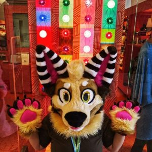 (Fursuitwalk Museumsquartier 2021, Part 2) Ayy! Today I received more photos from yesterday :D I can assure...